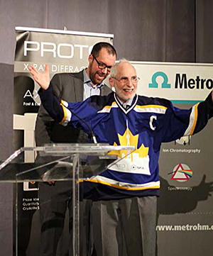 Dr. Bryan Koivisto honours Dr. Barry Lever with his own IDW 2017 hockey jersey